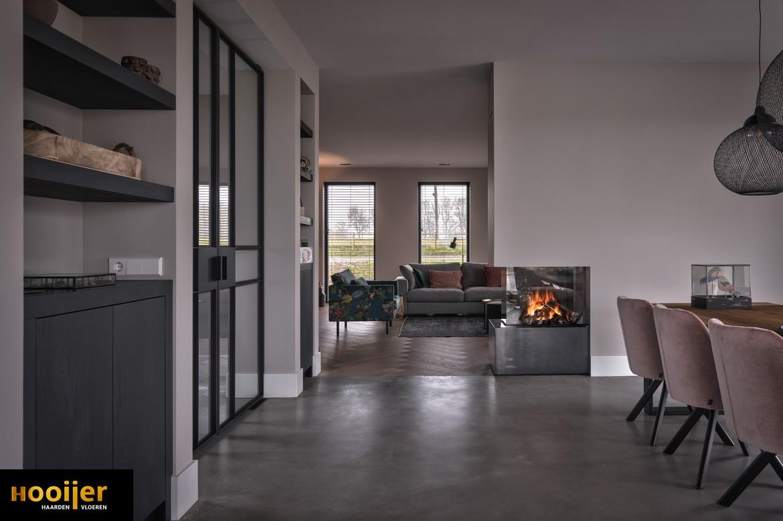 complete oplossing voor TV, meubel afgewerkt met warm 'blauwstaal'