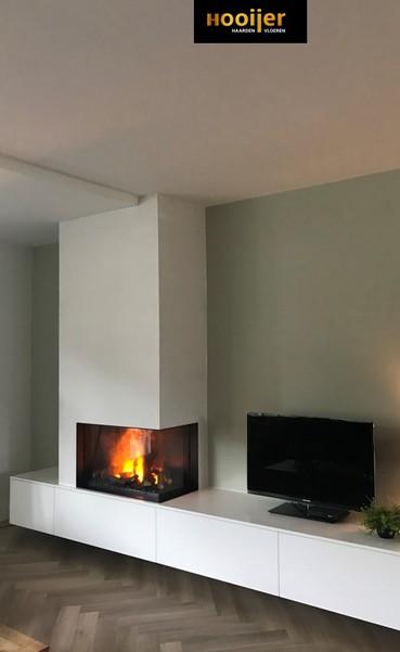 elektrische E-matrix hoekhaard met maatwerk zwevend meubel in hoogglans gespoten