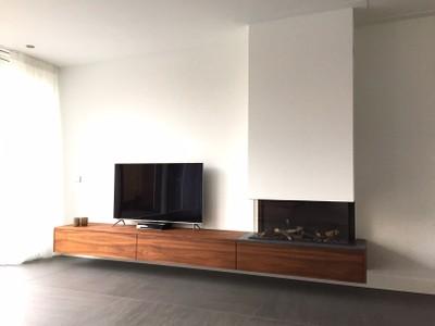 Driezijdige Stuv (Tulp) B Fire 95 met zwevend Amerikaans Noten TV-meubel