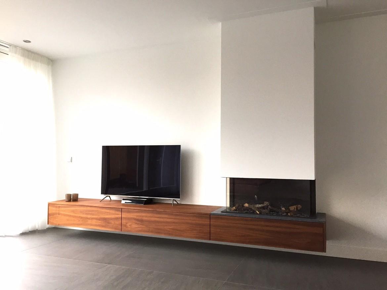 driezijdige gashaard met zwevend eiken maatwerk meubel